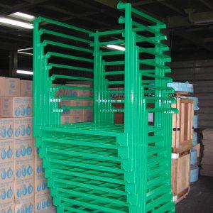 Nestainer rack